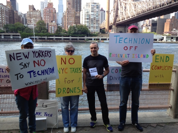 photo - Roosevelt Island leafleting 17 Aug 2013